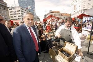 Zagrebački suveniri na Trgu bana Jelačića