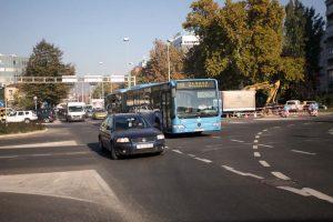 Zbog puknuća vodoopskrbnog cjevovoda otežan promet na raskrižju Heinzelove i Branimirove