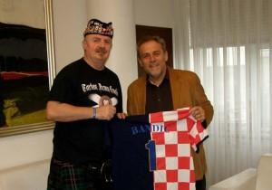 Gradonačelnik Bandić počasni član Udruge Tartan Army Croatia