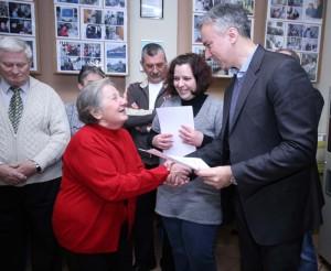FOTO: Darinko Kosor podijelio umirovljenicima potvrde o završenom tečaju informatike