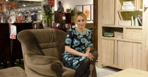 Mirjana Mikulec savjetuje kupce Lesnine Jankomir