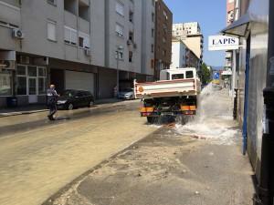 Na Črnomercu popustio hidrant, voda poplavila cijelu ulicu!