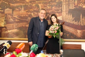 Gradonačelnik Bandić primio mladu violinisticu Carolinu Blasković