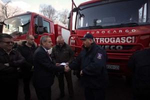 Gradonačelnik Milan Bandić uručio ključeve za četrnaest vozila vatrogascima Zagreba