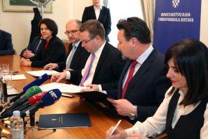 Svečano potpisan ugovor za projekt digitalizacije upisa u ustanove odgoja i obrazovanja