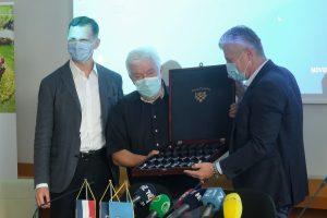 """""""Dr. Andriji Štamparu"""" Šuker donirao uređaj koji udvostručuje kapacitet testiranja"""