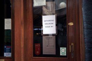 Prosvjed ugostitelja i drugih poduzetnika – lampioni pred Ministarstvom financija