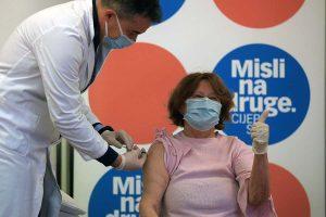 FOTO: Branka Aničić (81), prva osoba koja je primila cjepivo protiv covida-19 u Hrvatskoj
